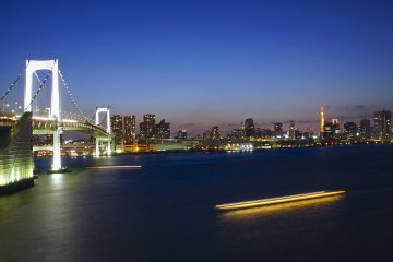 <p>Tokyo Tower on&nbsp;the side of the Rainbow Bridge in&nbsp;Odaiba</p>