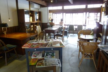 <p>Customers are free to read the cafe&#39;s selection of magazines.</p>