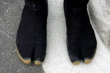 <p>Also, a photo taken 11 years ago in Kyoto of a rickshaw driver&#39;s feet. At the time, I was fascinated with the rickshaw drivers&#39;&nbsp;uniform, especially these&nbsp;toed boots, a precursor to the Adidas toed runner</p>