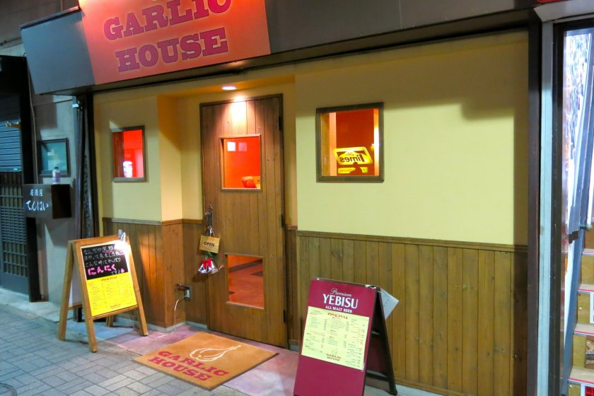 Garlic House restaurant in Yokosuka has a bright & cheery front