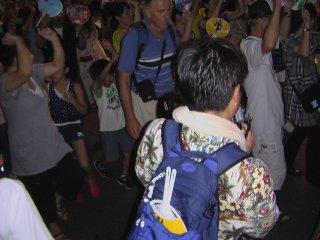 ものすごい人だ。徳島は人口20万の小さな都市だが、阿波踊り期間中の人口は100万人を超える