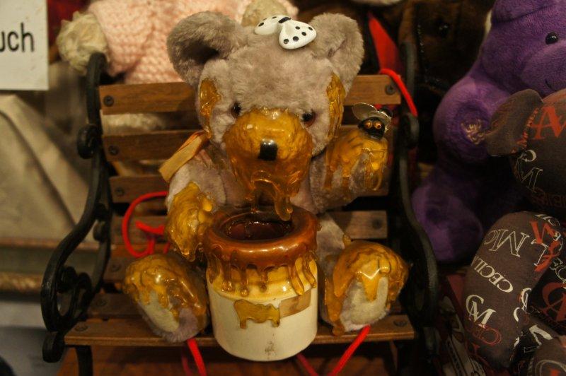 고베에 있는 미국 테디 베어 박물관은 많은 예술가들과 장난감 제조업자들이 기부한 장난감들로 채워진 2층 건물이다