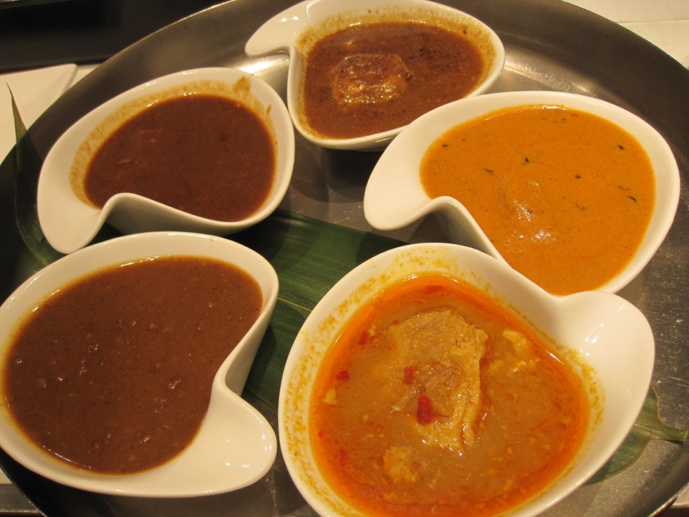 A set of curries from all five famous curry shops