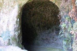 Hang động ở Shiroyama mà Saigo cho đào vào cuối cuộc Nổi dậy Satsuma