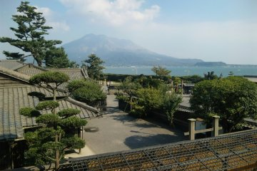 Sakurajima viewed from Senganen Garden. It was a villa of Saigo's master, Shimazu(Satsuma clan) family. Shimazu Hisamitsu was enraged by hearing the news of his ex-subjects(Saigo and Okubo) abolished the han(domain) system against his will, and blew off steam by setting off fireworks on the beach in front of this garden