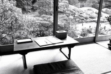글쓰기 책상을 갖기에 얼마나 완벽한 장소인가