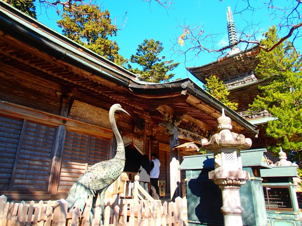 Crane figure in front of the Main Hall