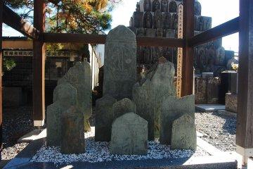 Itesaki or flag stone relics