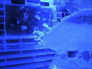이 모든 얼음 조각들과 꽃들은 독특한 분위기를 만드는데 도움을 준다