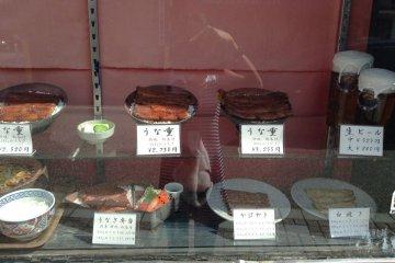 <p>ข้อดีของร้านอาหารญี่ปุ่น คือการแสดงรูปลักษณ์ของอาหารที่แต่ละร้านนั้นขายให้ออกมาเหมือนจริงมากที่สุดและลูกค้าจะต้องประหลาดใจ</p>