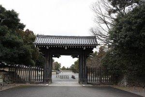 寺町通り沿いにある清和院御門