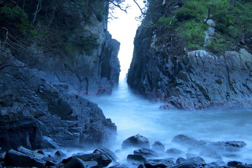 Kamiwarirock formation, taken with a long exposure.