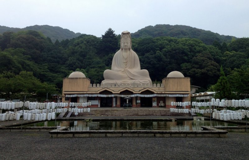 <p>Ryozen Kannon viewed from the entrance.</p>