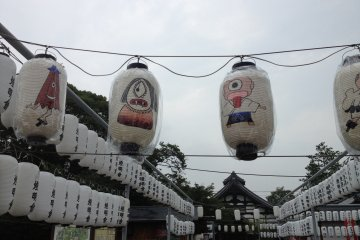 <p>Some odd lanterns at the exit to the statue&nbsp;grounds.</p>