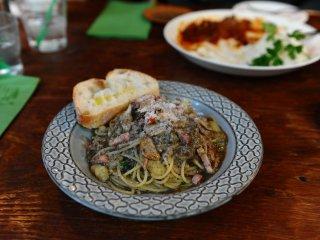 Mì pasta nấm với dầu ô liu