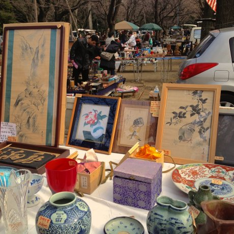 Antique Market at Yasukuni Shrine