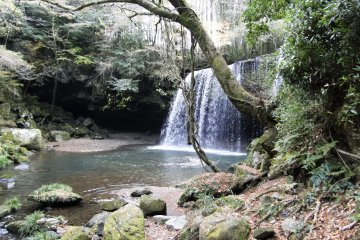 <p>The falls are hidden away down a side road outside of town</p>
