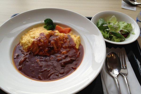 เมนูข้าวไข่ออมเล็ตฟุวาโตะโระ (ふわとろオムライス) เมนูยอดนิยมของร้านอาหาร