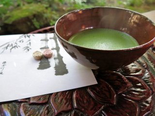 For an additional 500 yen, admire the bamboo garden while sipping on fresh made matcha green tea with confection