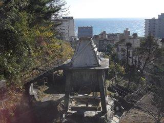 温泉の煙突塔