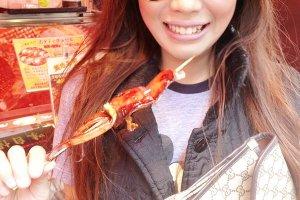 ปลาหมึกย่าง (Ika Teriyaki) อร่อยมากค่ะ เนื้อปลาหมึกย่างสดๆ หอม หวาน ยังจำรสชาติได้ไม่ลืมเลยค่ะ