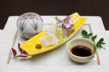 <p>Sashimi with dipping sauce</p>