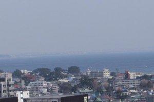 相模湾に面した小田原は、海岸線を走る東海道本線沿いにある。富士山にも近い