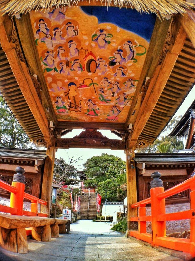 The entrance to Yasaka-ji