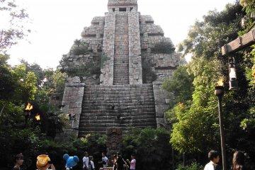 <p>&quot;Indiana Jones Adventure: Temple of the Crystal Skull&quot; อินเดียน่าโจนส์ ตอน ฝ่ามฤตยูถ้ำหัวกะโหลก</p>