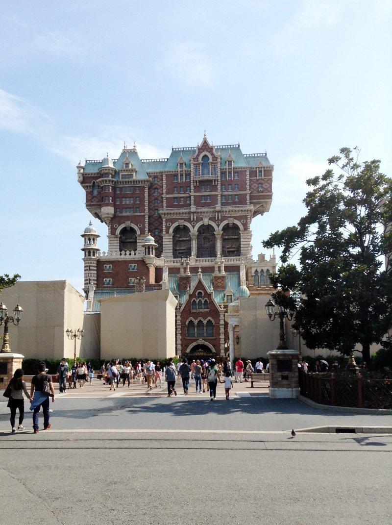 <p>&quot;Tower of Terror&quot; คือเครื่องเล่นสไตล์ Free Fall ที่ได้ชื่อว่าหวาดเสียวที่สุด ได้รับการจัดอันดับว่าน่ากลัวเป็นอันดับ 1 ในจำนวนเครื่องเล่นทั้งหมดใน Disneyland และ Disney Sea</p>