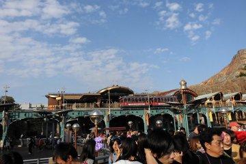 <p>Disneysea electric railway รถไฟชมวิว</p>