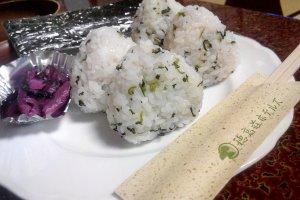 โอนิกิริอุ่นๆแสนอร่อย