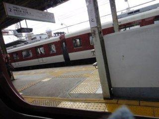 รถไฟเจอาร์ ที่วิ่งไปทุกเมืองในประเทศญี่ปุ่น คืออีกหนึ่งพาหนะในการเดินทางออกนอกเมืองโอซากาของเราในทริปนี้