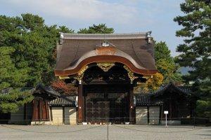 ประตูทางเข้าพระราชวัง ชื่อKenshunmon