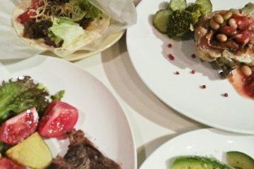 <p>Steak, tacos, and avocado</p>