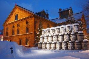 ด้านหน้าอาคารของพิพิธภัณฑ์เบียร์ซัปโปโร อาคารที่ได้รับรางวัลการออกแบบ Hokkaido Heritage