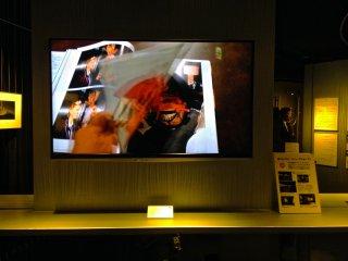 Galeri ini juga memiliki panel mutimedia yang memperlihatkan tahapan contoh teknologi seni dan fotografi dari Ricoh menjadi brosur digital.