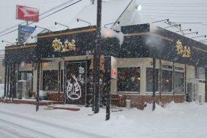 Men Dojo vào một buổi chiều tuyết rơi