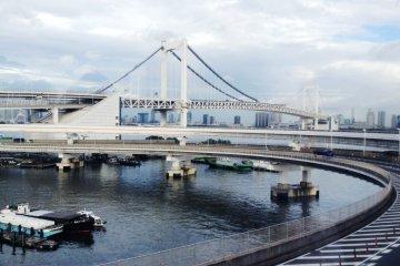 <p>สะพาน rainbow bridge</p>