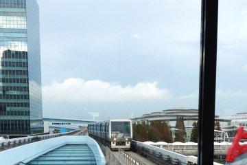 รถไฟไร้คนขับแห่ง Odaiba