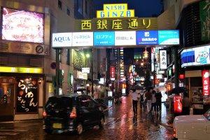 Nishi กินซ่าถนนในย่านสถานบันเทิงยามค่ำคืนของคุมาโมโตะ
