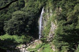 Mikaeri Falls