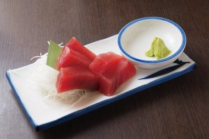 Sliced Tuna costs only ¥200
